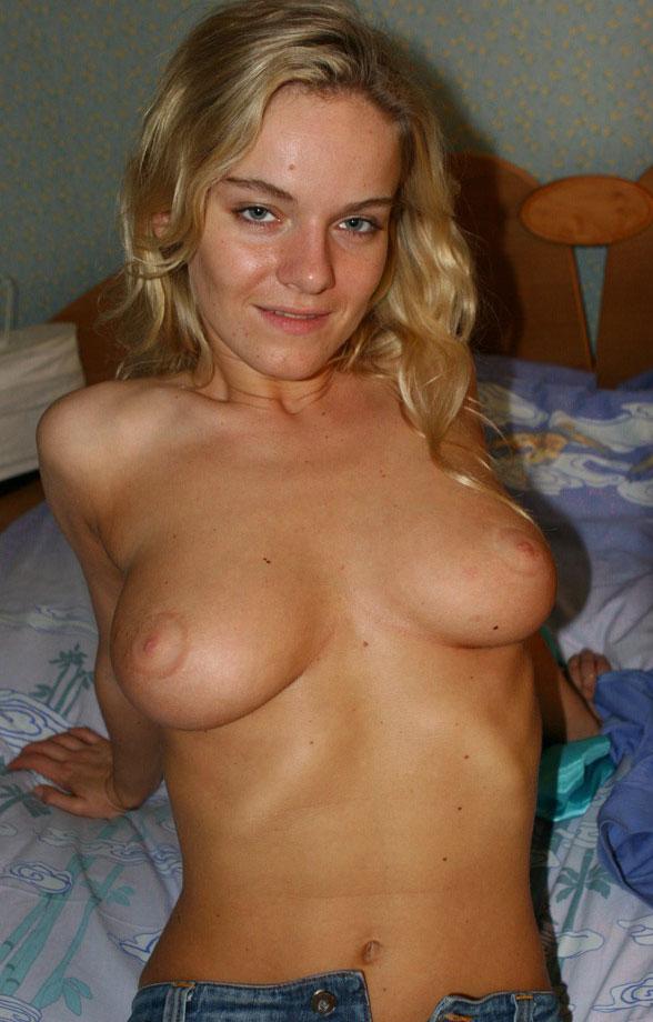 blonde-fucking-bomb-04